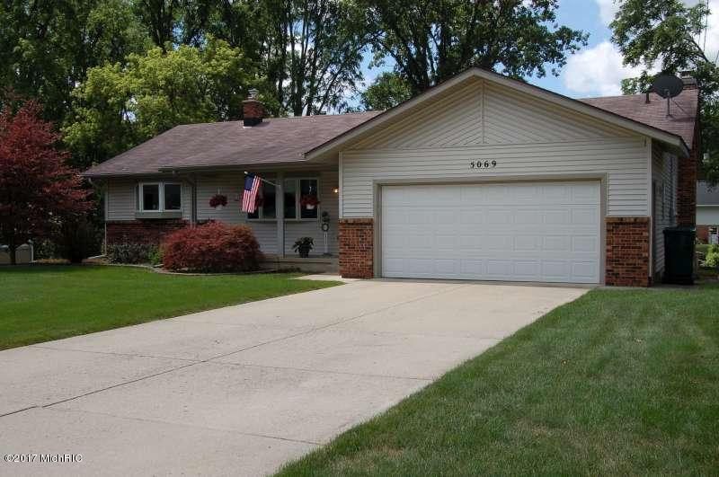 Single Family Residence, Ranch - Kentwood, MI (photo 1)