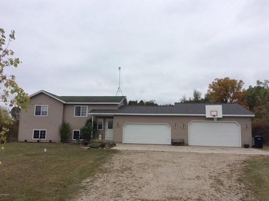 Single Family Residence, Bi-Level - Greenville, MI (photo 1)