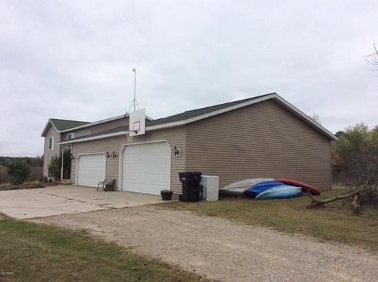 Single Family Residence, Bi-Level - Greenville, MI (photo 2)