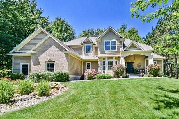 Single Family Residence, Traditional - Norton Shores, MI