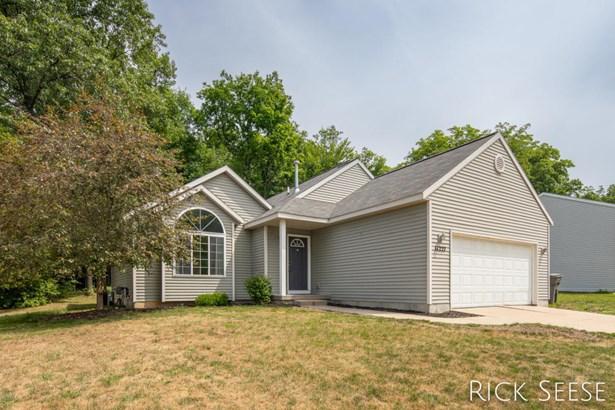 Single Family Residence, Quad Level - Lowell, MI
