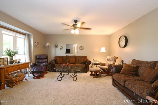 Single Family Residence, Traditional - Hudsonville, MI (photo 4)