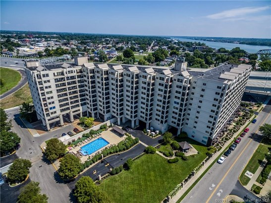 Condominium, Residential - Jeffersonville, IN