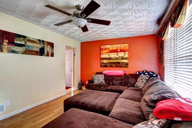 Tri-Level, Single Family Residence - Mt Washington, KY (photo 5)