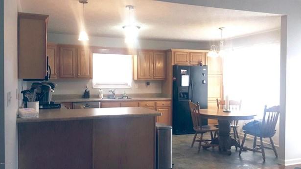 Single Family Residence, Ranch - Mt Washington, KY (photo 4)