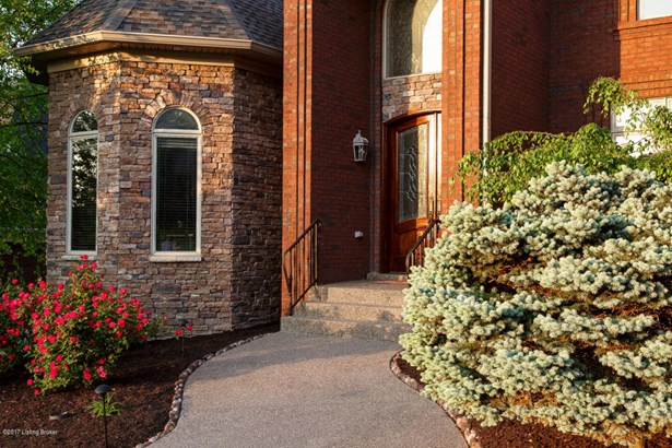 Single Family Residence, 1.5 Stories - Louisville, KY (photo 4)