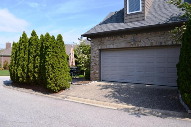Townhouse, Single Family Residence - Louisville, KY (photo 3)