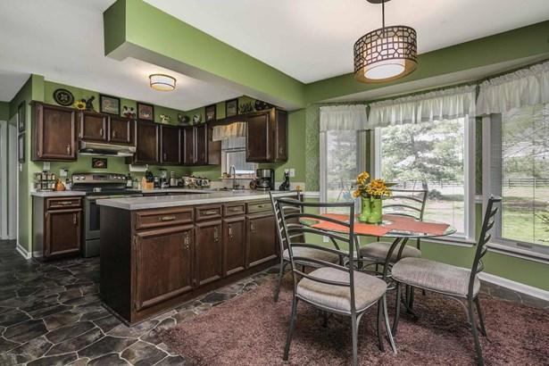 Single Family Residence, Quad Level - Shelbyville, KY (photo 4)