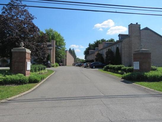 Condominium, Colonial - Louisville, KY (photo 2)