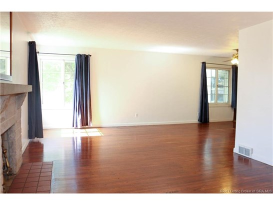 Residential, Tri Level - Jeffersonville, IN (photo 2)
