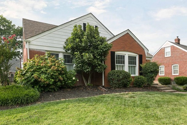 Cape Cod, Single Family Residence - Louisville, KY (photo 2)