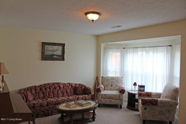 Cape Cod, Single Family Residence - Radcliff, KY (photo 3)
