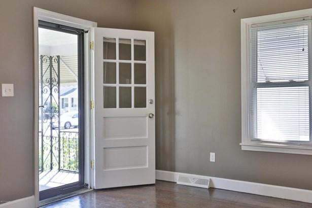 1 Story, Single Family Residence - Louisville, KY (photo 4)