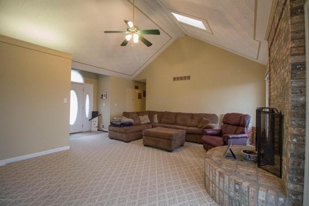 Single Family Residence, Ranch - Mt Washington, KY (photo 2)