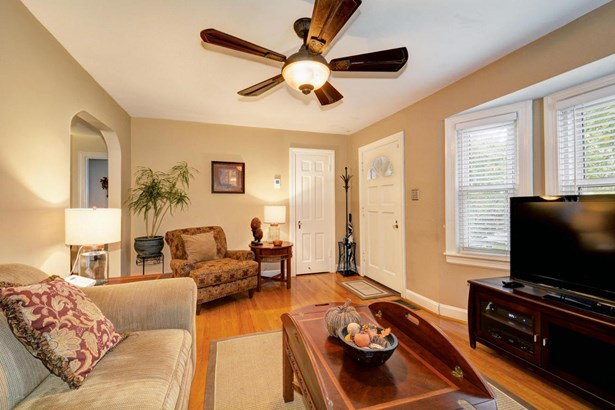 Cape Cod, Single Family Residence - Louisville, KY (photo 5)