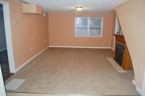 Single Family Residence, 1.5 Stories - Taylorsville, KY (photo 4)
