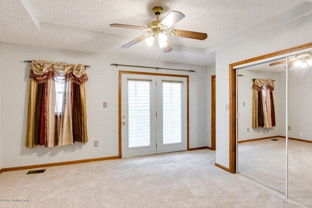Single Family Residence, Camelback - Louisville, KY (photo 5)