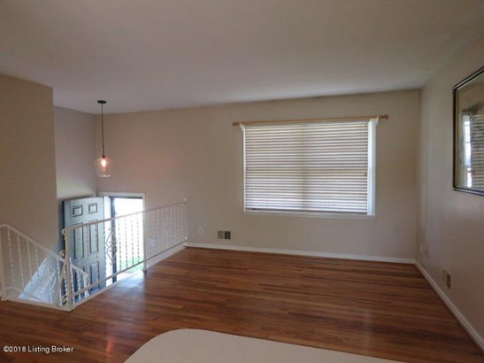 Raised Ranch, Single Family Residence - Louisville, KY (photo 2)