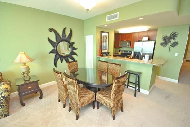 Condominium, High-rise (8+ Floors) - Panama City Beach, FL (photo 4)