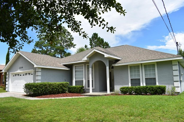 Detached Single Family, Traditional - Lynn Haven, FL (photo 1)