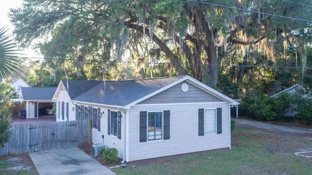 L-shaped, Detached Single Family - Panama City, FL (photo 3)