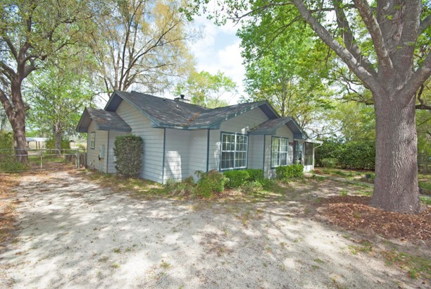 Detached Single Family, Traditional - Youngstown, FL (photo 3)