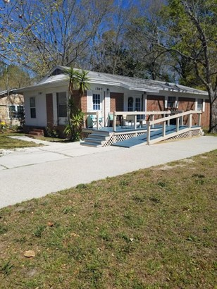 Detached Single Family, Bungalow - Lynn Haven, FL (photo 2)