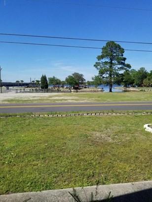 Detached Single Family, Ranch - Lynn Haven, FL (photo 3)