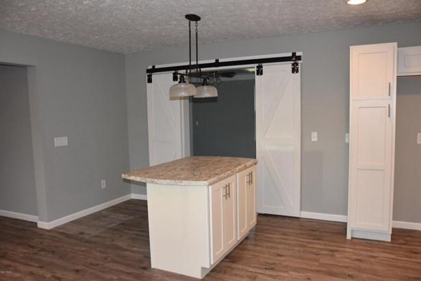 Detached Single Family, Craftsman Style - Lynn Haven, FL (photo 4)