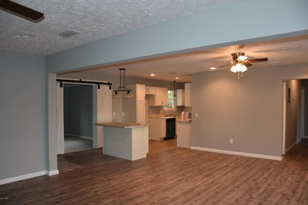 Detached Single Family, Craftsman Style - Lynn Haven, FL (photo 5)