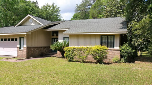 Detached Single Family, Traditional - Blountstown, FL (photo 2)