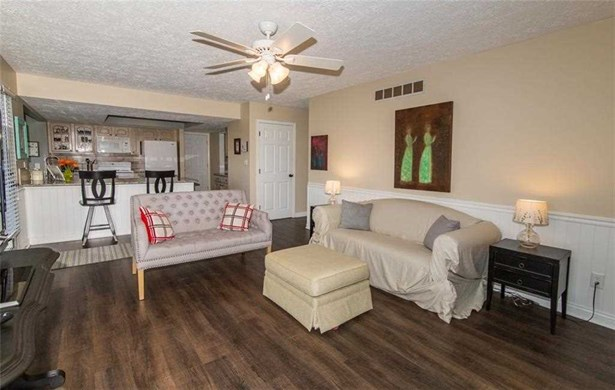12143 Valley Brook Court, Indianapolis, IN - USA (photo 5)