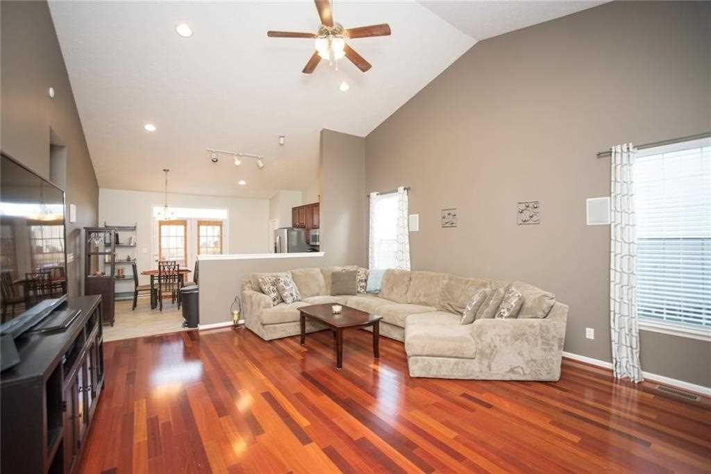 10624 Hunters Crossing Boulevard, Indianapolis, IN - USA (photo 3)