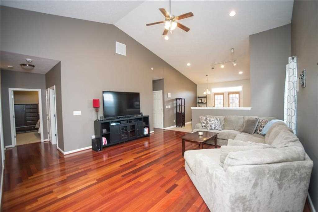 10624 Hunters Crossing Boulevard, Indianapolis, IN - USA (photo 4)