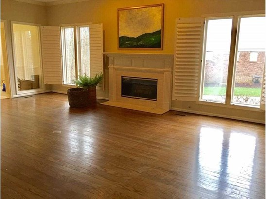 9345 Spring Forest Drive 74, Indianapolis, IN - USA (photo 3)
