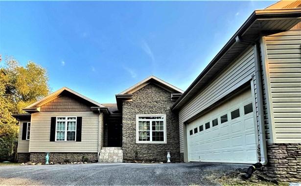 Single Family Residence - Glencoe, AL