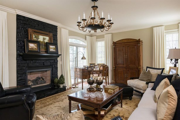 Detached, French Provincial - PENN LAIRD, VA (photo 3)