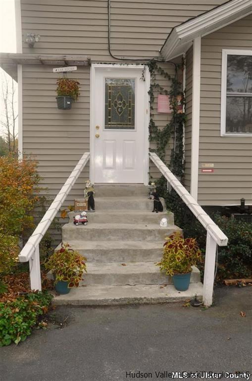 Two Story, Single Family - Saugerties, NY (photo 4)
