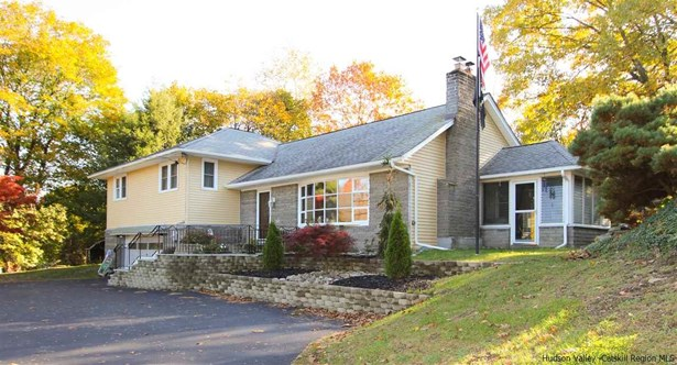 Split Level, Single Family - Marlboro, NY (photo 1)