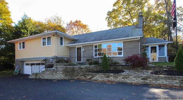 Split Level, Single Family - Marlboro, NY (photo 2)