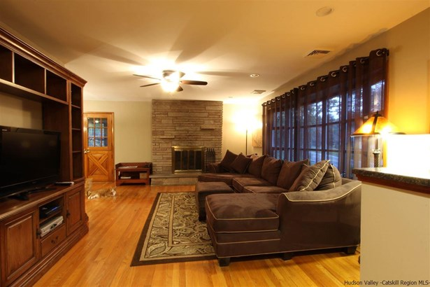 Split Level, Single Family - Marlboro, NY (photo 4)