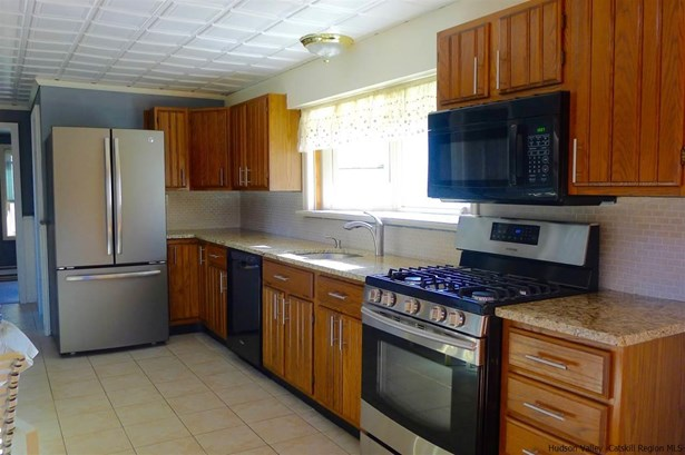 Contempo, 1Family+Access Apt - Kerhonkson, NY (photo 5)