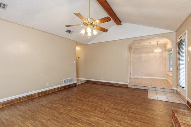 4308 Mossridge Court, Arlington, TX - USA (photo 5)