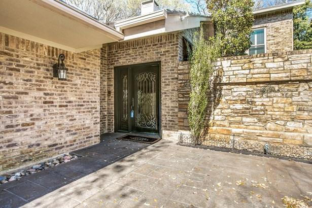 6235 Twin Oaks Circle, Dallas, TX - USA (photo 2)