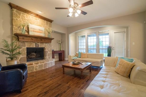 513 Lavaine Lane, Lewisville, TX - USA (photo 4)