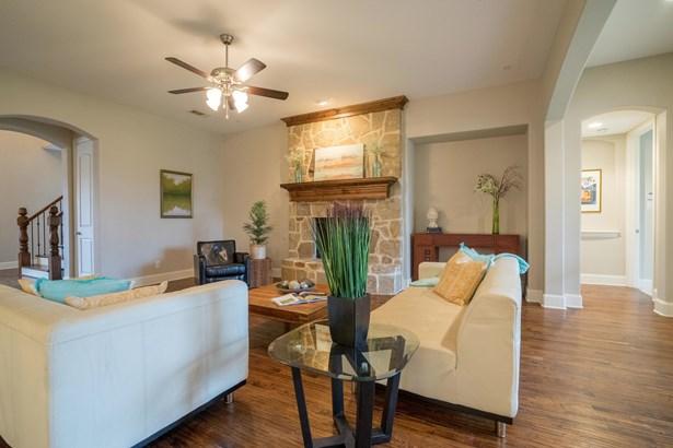 513 Lavaine Lane, Lewisville, TX - USA (photo 5)