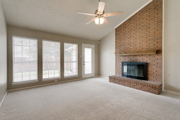 1411 Mapleview, Carrollton, TX - USA (photo 3)