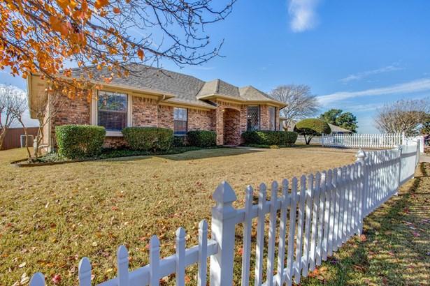 2216 Carmel Drive, Carrollton, TX - USA (photo 2)