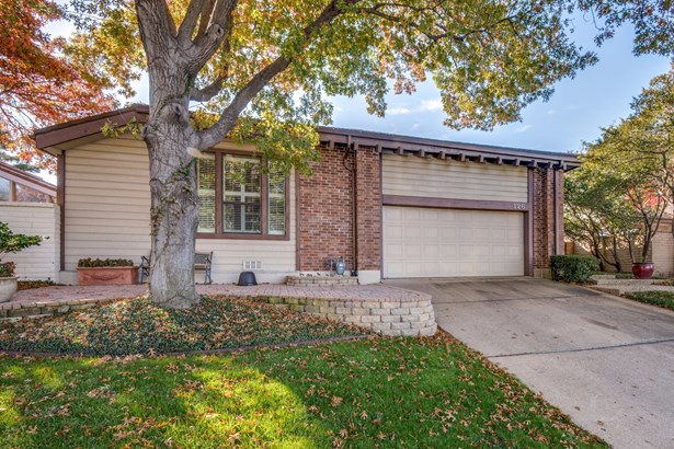 126 Fox Glen Circle, Irving, TX - USA (photo 2)