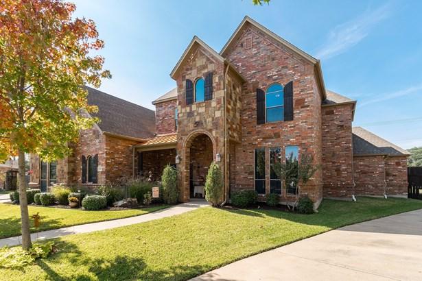 8309 Flat Rock Court, North Richland Hills, TX - USA (photo 2)